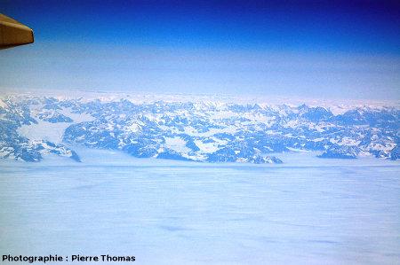 La côte orientale du Groenland, vue de 10000m d'altitude