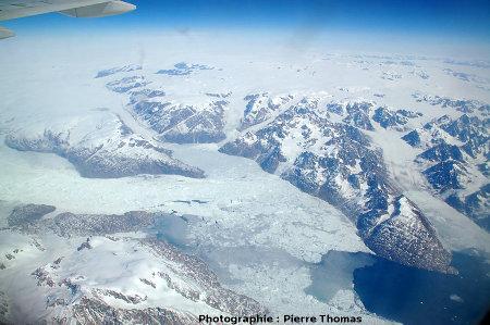 Côte Est du Groenland, terminaison d'un fjord dans lequel arrivent de nombreux glaciers