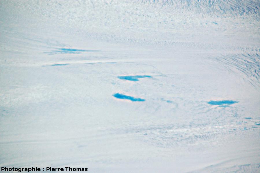 Zoom sur les petits lacs visibles au centre de l'image 9, sur la calotte groenlandaise