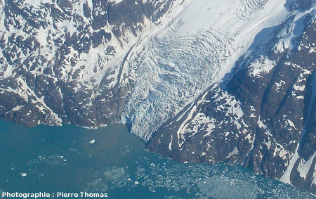 Détail de la chute terminale du glacier de l'image 1, côte orientale du Groenland