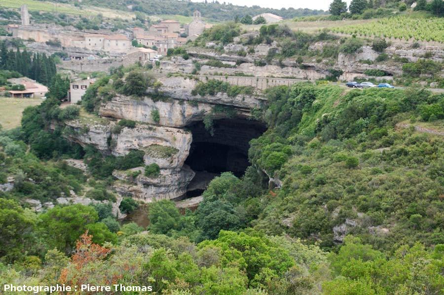 Le porche amont de l'un des deux «ponts naturels» de Minerve, Hérault