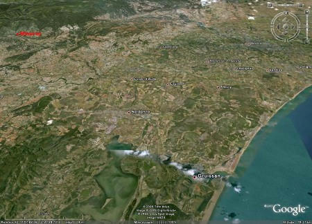 Image Google Earth situant Minerve par rapport à la côte méditerranéenne