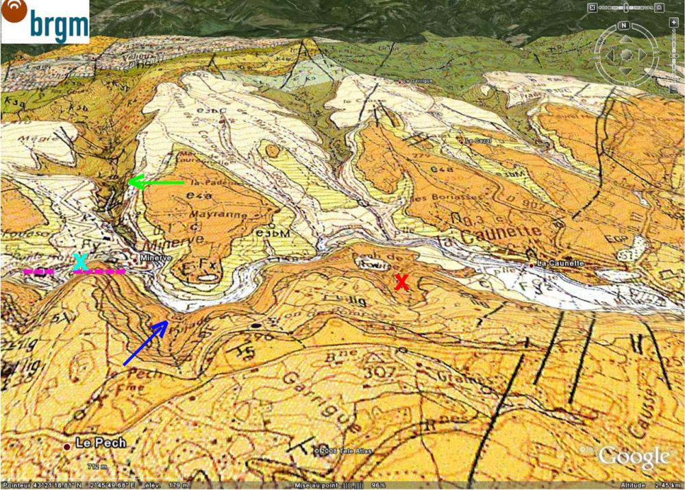 Localisation (flèche bleu foncé), sur carte géologique BRGM/Google Earth, du virage de la D10 où se trouve ce double affleurement de lignites déformés