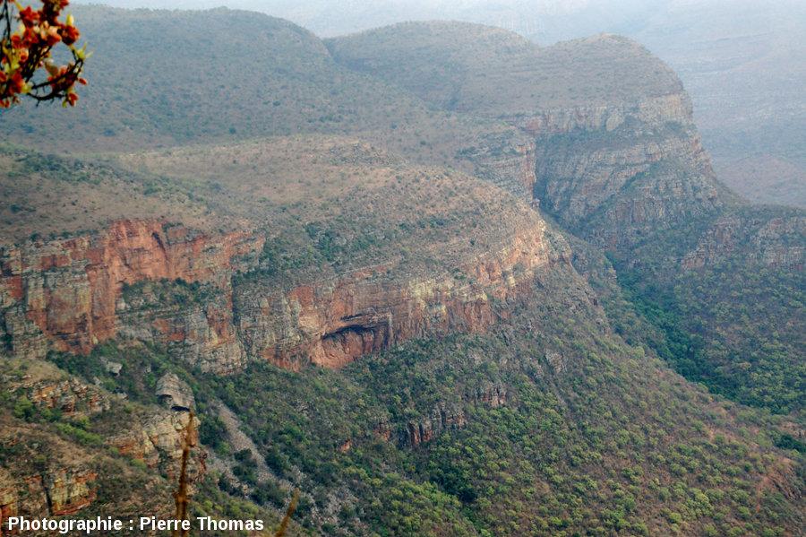 Stratifications obliques dans une autre falaise du canyon de la Blyde River, Afrique du Sud