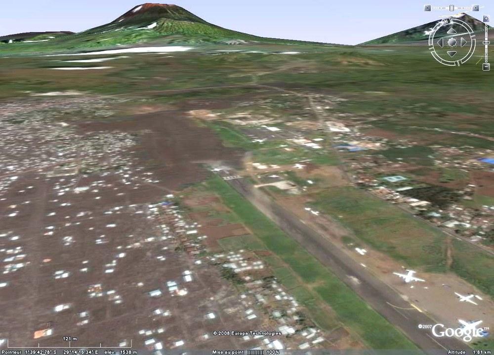 Vue Google Earth de l'aéroport de Goma (R.D. Congo), partiellement envahi par une coulée de lave du Nyiragongo en janvier 2002