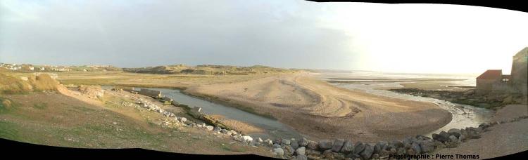 Vue d'ensemble (en direction du Sud, à marée basse) de l'embouchure de la Slack (Pas de Calais)
