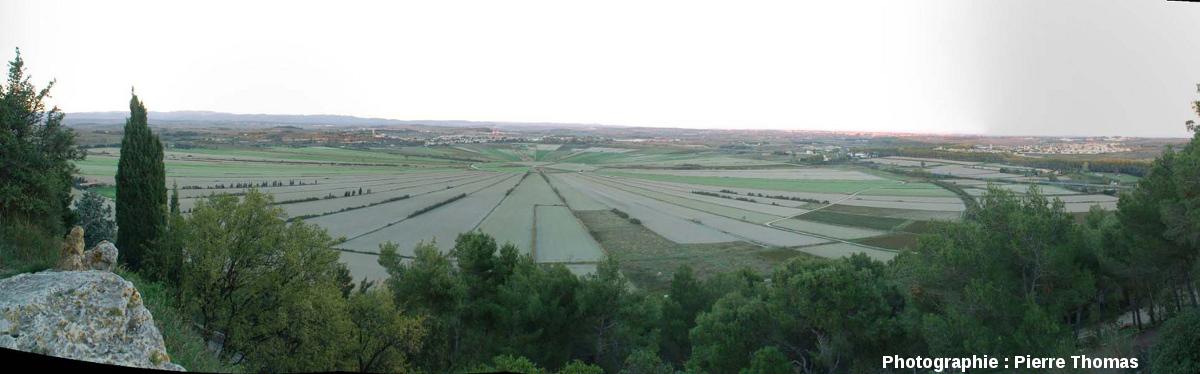 Vue générale de l'étang de Montady (Hérault), prise depuis l'oppidum d'Ensérune