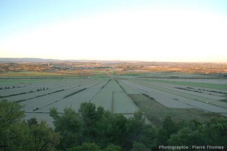 L'étang de Montady (Hérault) au soleil couchant, vu depuis l'oppidum d'Ensérune