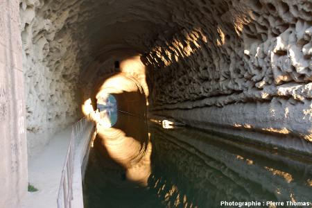La «molasse miocène» à l'intérieur du tunnel de Malpas