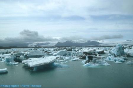Icebergs dans la lagune du Jökulsarlon, Islande