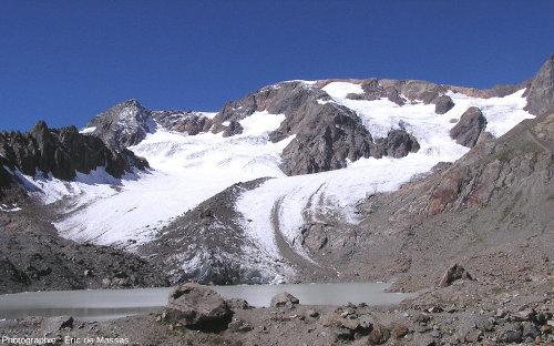 Le lac et le glacier des Quirlies, près de l'Alpe d'Huez, Massif des Grandes Rousses (38), août 2004