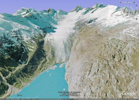 Image Google Earth du glacier supérieur de l'Aar, se jetant dans un lac de retenue hydroélectrique (Suisse)