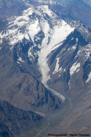 Un glacier andin, quelque part entre Santiago (Chili) et Mendoza (Argentine), présentant des bandes de Forbes