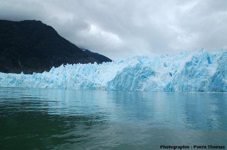 Alternance de glaces sombres et claires, front du glacier San Rafael, Chili