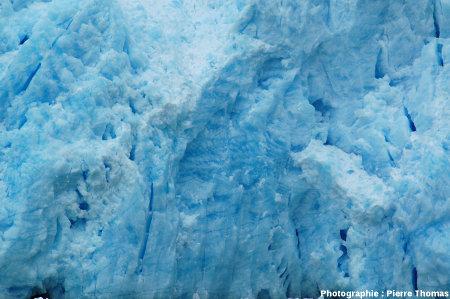Une portion du front du glacier de San Rafael (Chili), où 2 litages se combinent