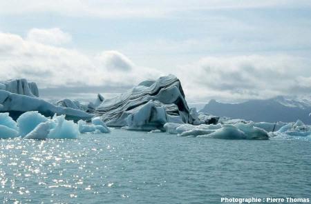 Icebergs stratifiés sur le Jökulsarlon (Islande)