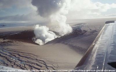 Le début d'une éruption sous glaciaire du Grimsvötn en 1996, Islande
