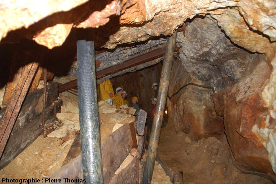 Dans une galerie, mine de la Rodde, Ally (Haute Loire)