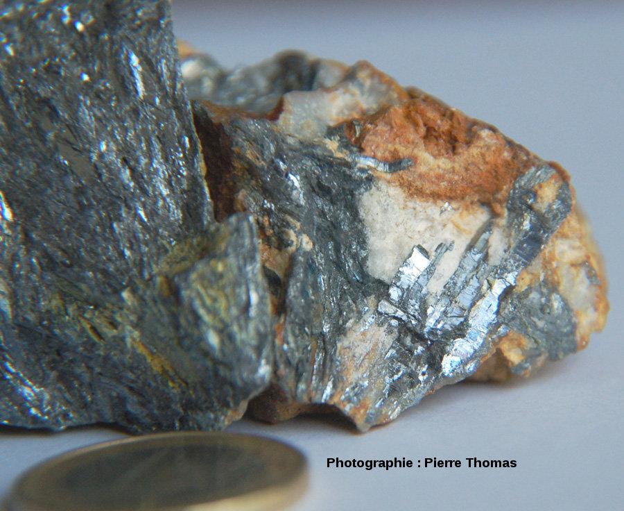 Échantillon de stibine (détail) provenant des anciennes mines du secteur de Massiac