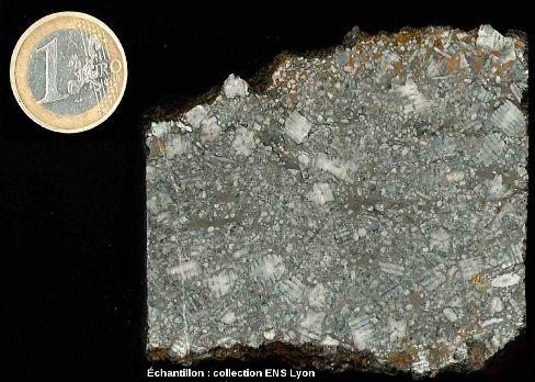 Calcaire à entroques du Jurassique moyen de l'Ardèche