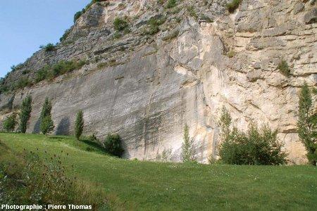 Vue générale de la partie Nord de l'ancienne carrière (réhabilitée) , la Petite Balme, Sillingy (Haute Savoie)
