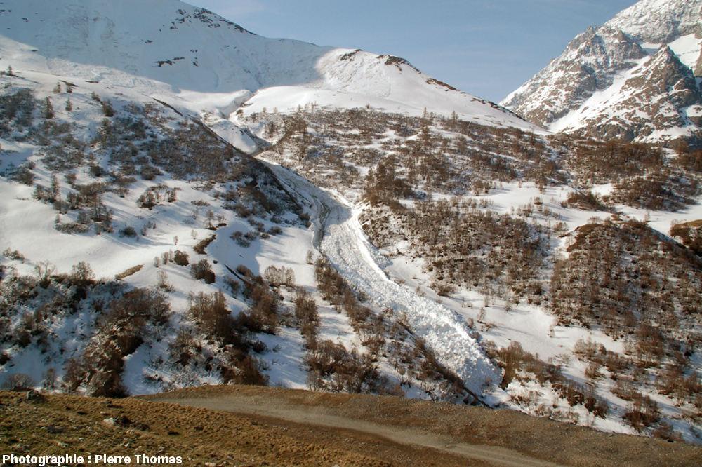 Vue générale de cette avalanche, sur le coté Ouest du col du Lautaret (Hautes Alpes)