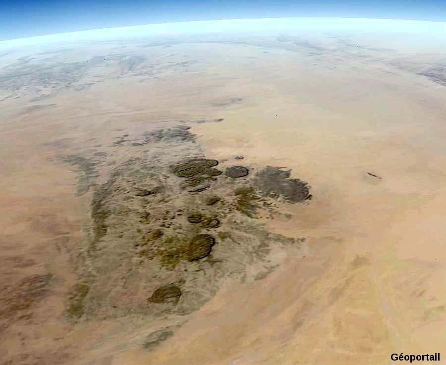 Une dizaine d'intrusions granitiques, massif de l'Aïr au Niger