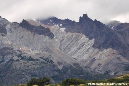 Versant Sud du laccolite de Torres del Paine (Chili)