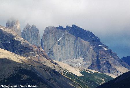 Extrémité Est de l'intrusion de Torres del Paine (Chili)