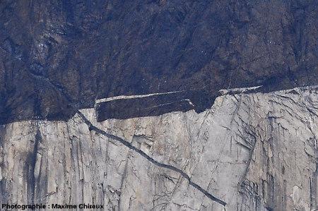 Enclave se détachant du toit de l'intrusion granitique, Torres del Paine (Chili)