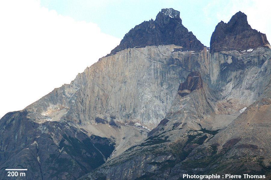 Vue générale de l'intrusion granitique de Torres del Paine (Chili)