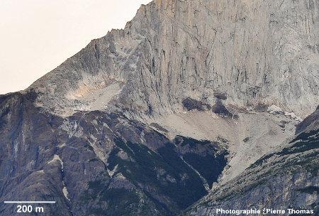 Vue plus détaillée du contact inférieur Sud-Ouest de l'intrusion granitique de Torres del Paine (Chili)