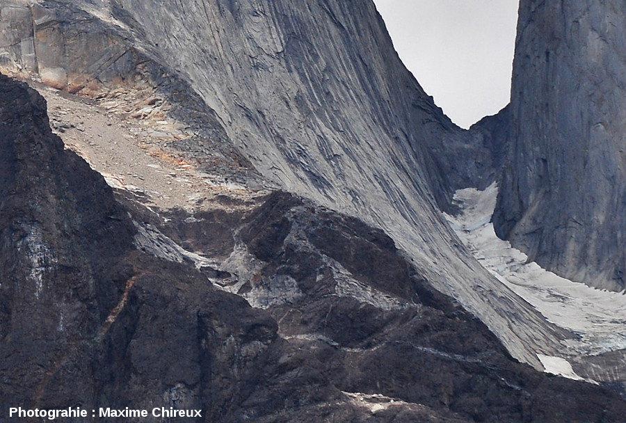 Détail d'une accumulation d'enclaves à la base de l'intrusion granitique de Torres del Paine (Chili)
