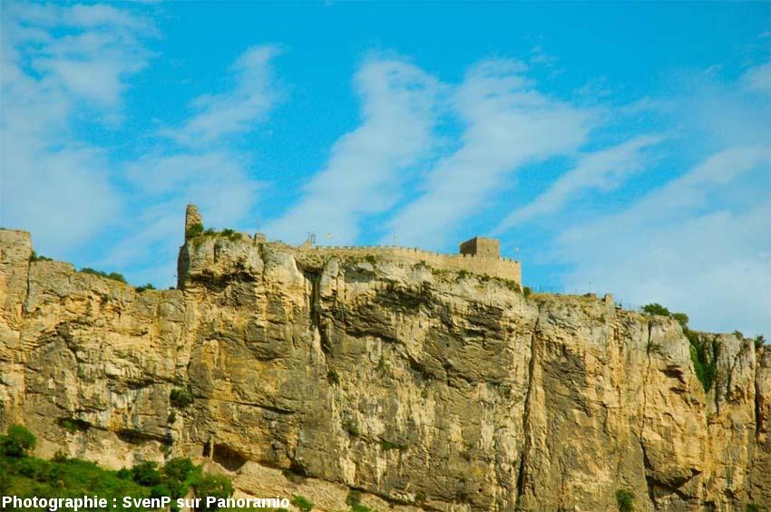 La citadelle de Mornas, quelques kilomètres au Nord de Piolenc (Vaucluse)