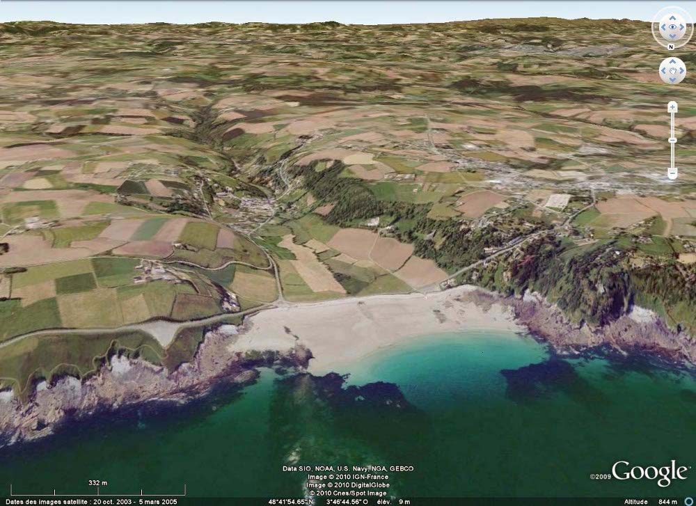 Vue, dirigée vers le Sud, de plage de Saint Jean du Doigt (Finistère)