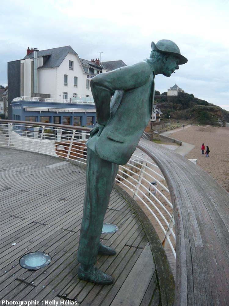 La statue de M.Hulot devant l'Hôtel de la Plage, Saint Marc (commune de St-Nazaire, Loire Atlantique)