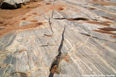 Relais de dykes basaltiques, Sand River, Afrique du Sud
