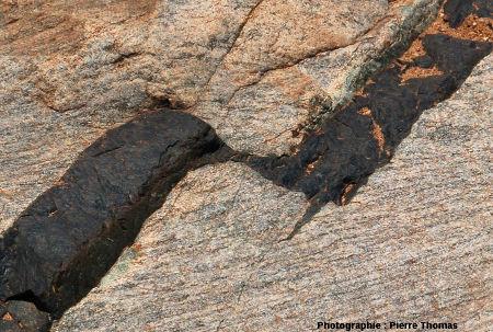 Gros plan sur le dyke décalé, lit de la Sand River, Afrique du Sud