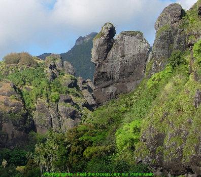 Gros plan sur les «vierges» (ou verges) au Sud de la baie, île de Fatu Hiva (Polynésie Française)
