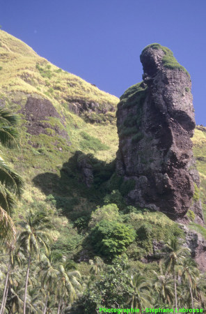 Un pinacle du versant Sud, île de Fatu Hiva (Polynésie Française)