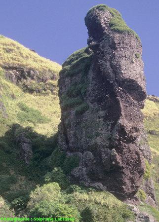 Un pinacle du versant Sud, vue rapprochée, île de Fatu Hiva (Polynésie Française)