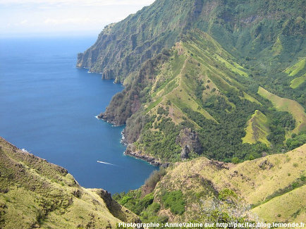 La Baie des Vierges vue d'un sommet situé au Sud-Est, île de Fatu Hiva (Polynésie Française)