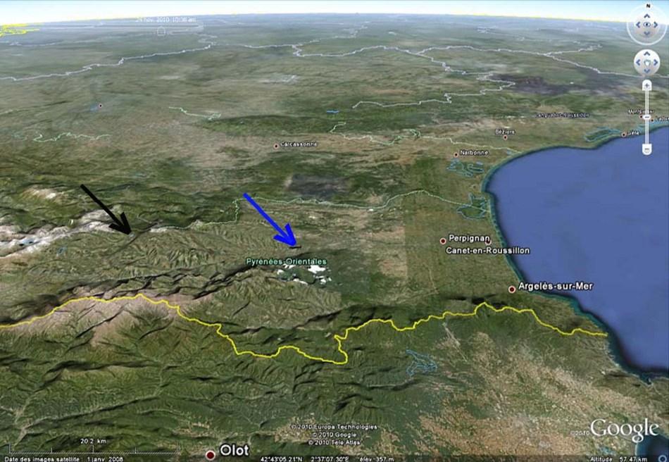 Localisation des affleurements du granite de Quérigut-Millas, Puyvalador (flèche noire) et Vinças (flèche bleue)