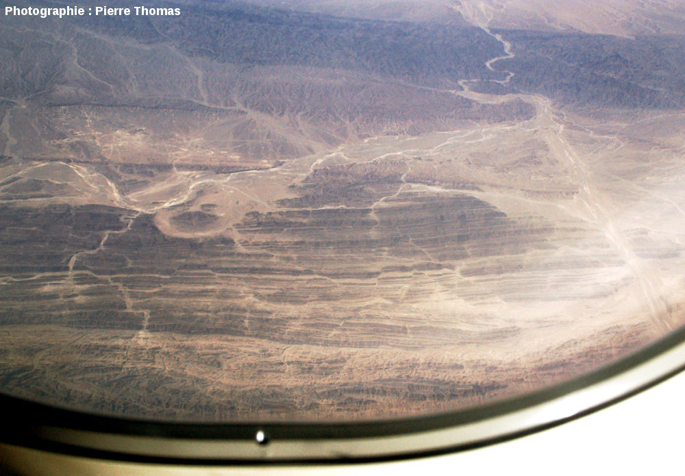 Plis et décrochements, quelque dans le Makran central, près de la frontière irano-pakistanaise