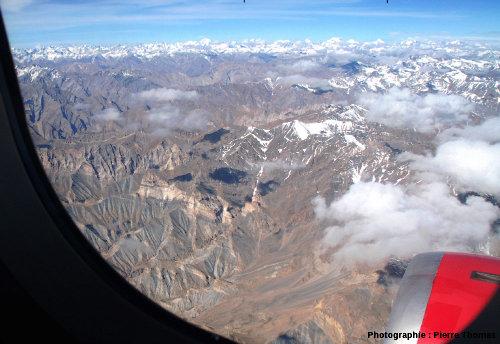 Un fragment de la chaîne himalayenne au Ladakh indien, à environ 70km au Sud de Leh
