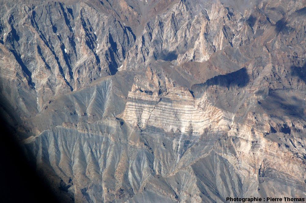 Zoom sur une falaise à failles normales, Ladakh (Inde), Himalaya