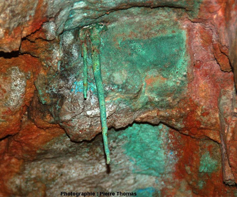 Stalactites de malachite, ancienne mine de cuivre du Cap Garonne, Le Pradet, Var