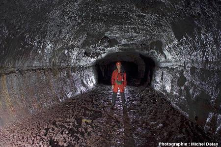 Tunnel de lave de Búri (Islande), découvert par Björn Hróarsson le 7 mai 2005