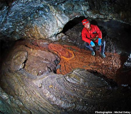 Tunnel de lave de Matstjarnan (Islande)