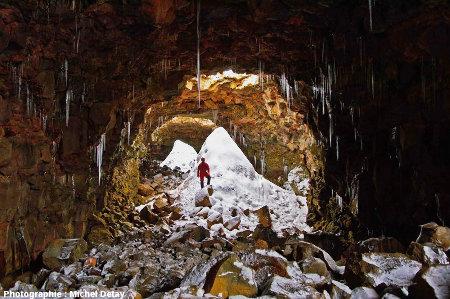 Entrée du tunnel de lave de Raufarhólshellir, Islande